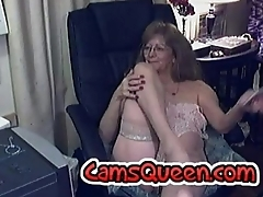 Lovely granny with glasses 2 - CamsQueen.com