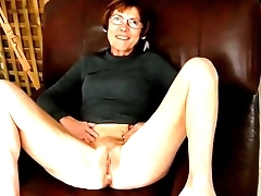 Granny Clariss spread legs masturb and smile to boyfriend more hotnudegirlz com