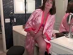 American grannies Ava and Penny having bathroom fun